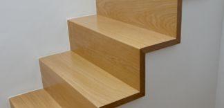 Jaki lakier do drewianych schodów?