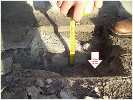 Przykład niewłaściwej lokalizacji i ilości prętów zbrojenia stropu monolitycznego ujawnionej podczas ekspertyzy