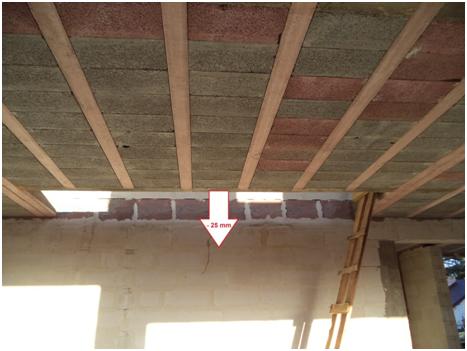 Przykład niewłaściwego wykonania wymianu i żeber rozdzielczych powodujące nienormowe ugięcie stropu