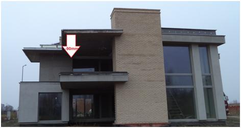 Przykład nienormowego ugięcia stropu – balkonu. Zjawisko spowodowane niewłaściwym wykonaniem zbrojenia, użyciem betonu o zaniżonej klasie wytrzymałości, brakiem odpowiedniej pielęgnacji świeżego betonu w warunkach zimowych