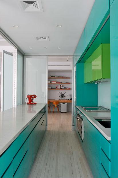 Dwie odważne barwy mebli kuchennych, fot.: Barlis Wedlick Architects