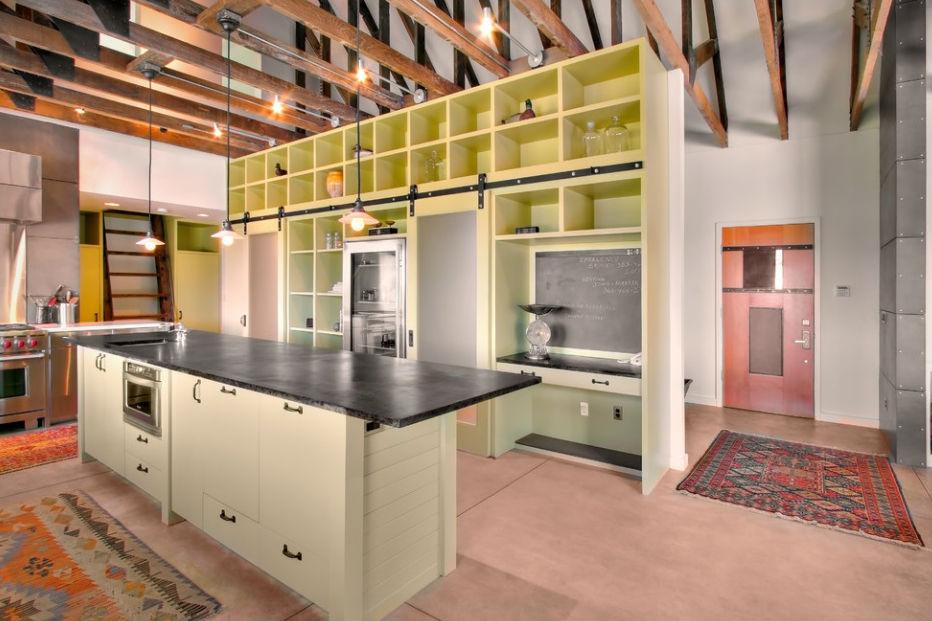 Otwarte szafki i podświetlane meble kuchenne, fot.: J.A.S. Design Build