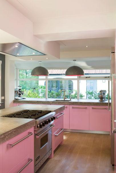 Różowy kolor mebli kuchennych, fot.: Leicht New York