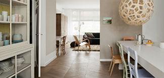Drewniana podłoga w domu. Dlaczego warto taką mieć?