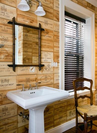 Nietypowa dekoracja ściany z drewnianych płytek z nadrukiem, fot.: JWConstruction