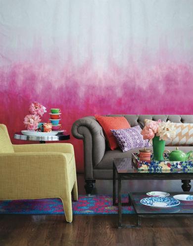 Różowa ściana ombre, fot.: bloomingdales.com