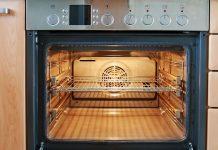 Nowoczesna kuchnia z piekarnikiem w zabudowie