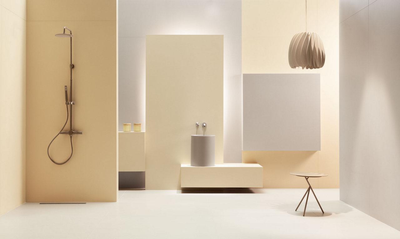 Biała łazienka z elementami beżu