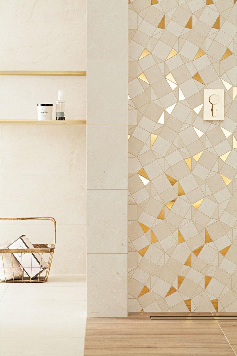 Złoty dekor do łazienki na ścianie