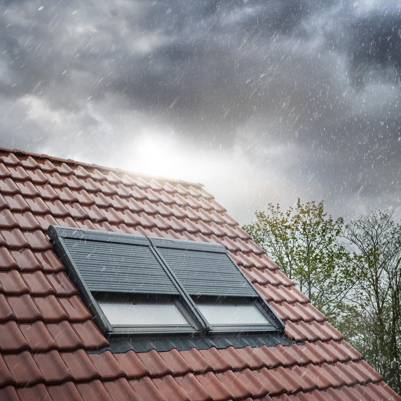 Rolety zewnętrzne redukują hałas w czasie deszczu